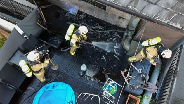 Feuerwehr Straßwalchen im Löscheinsatz (Bild: FF Straßwalchen)