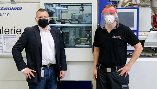 Die von Firmenchef Trobolowitsch und den Mitarbeitern entwickelten Visiere minimieren die Ansteckungsgefahr. (Bild: FT-TEC GmbH)