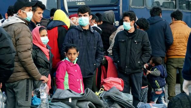 Viele Migranten harren in Griechenland aus. (Bild: AP)