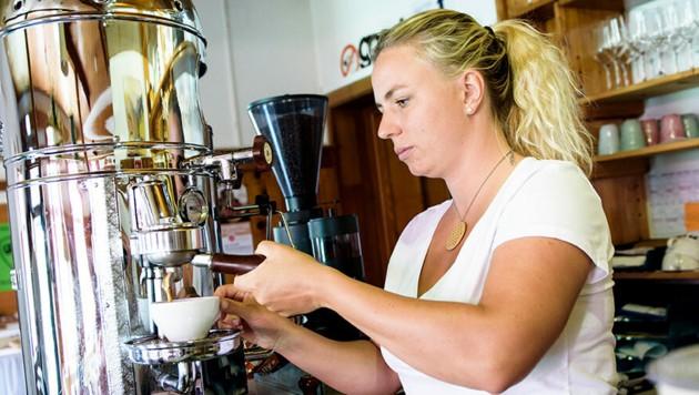 Mikela Endl betreibt mit ihrem Mann die Gjaidalm am Krippenstein. (Bild: Brigitte Aiblinger)