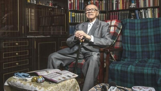 Würde des Alters und aufrechte Haltung - Widerstandskämpfer Leitner in seiner Wohnung (Bild: Imre Antal)