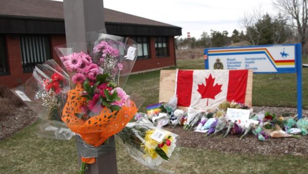 Nach dem Blutbad wurden Blumen für die Opfer abgelegt. (Bild: 2020 Getty Images)