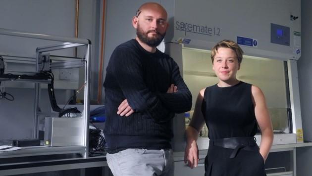 Helene Steiner und Thomas Meany entwickelten Container für Massentests. (Bild: Opencell)