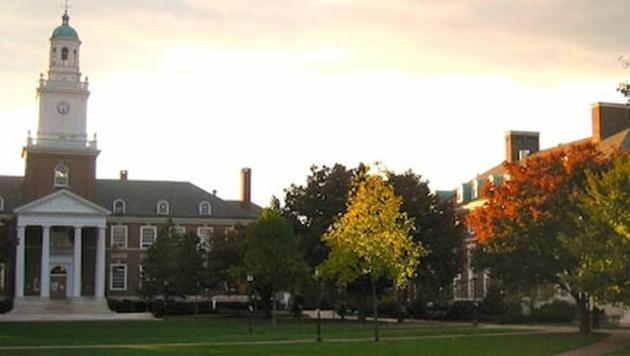 Das Hauptgebäude der John-Hopkins-Universität (Bild: Wikipedia/JohnD'Alembert)