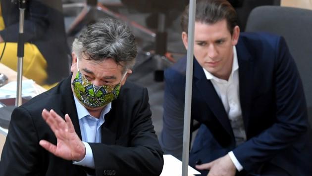 Werner Kogler und Sebastian Kurz (Bild: APA/ROLAND SCHLAGER)