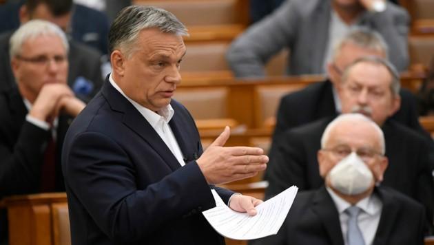 Der ungarische Premierminister Viktor Orban hat eine Regierungsanordnung erlassen, aufgrund der Krankenhaus-Patienten schneller entlassen werden sollen. Es geht darum, Platz für Covid-19-Patienten zu schaffen. (Bild: AP)