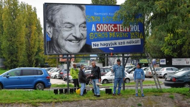 George Soros, zum Staatsfeind hochstilisiert und im ganzen Land an den Pranger gestellt. (Bild: The Associated Press)