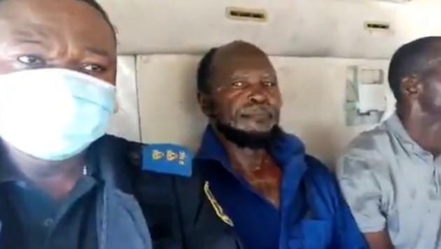 Ne Muanda Nsemi (Bildmitte) nach seiner Verhaftung (Bild: twitter.com/CR Congo Police)