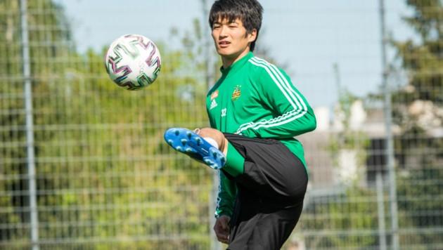 Am 1. Mai könnte auf Rapids Koya Kitagawa schon die erste Grätsche im Teamtraining warten. (Bild: GEPA pictures/SK Rapid)