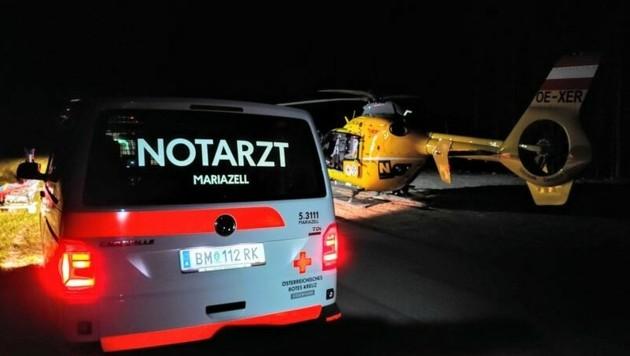 Schwerst verletzt fanden die Einsatzkräfte den Verletzten unter einer Böschung (Bild: Rotes Kreuz Mariazellerland | Leodolter B. )