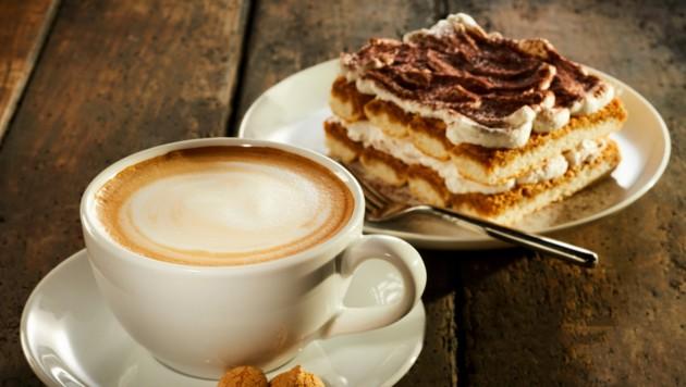 Ein richtig guter Kaffee bedarf Geduld, einer guten Bohne und einer gut gereinigten Maschine! (Bild: stock.adobe.com)