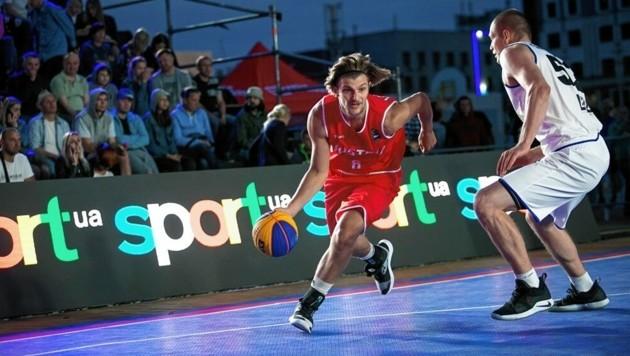Der Grazer Moritz Lanegger (am Ball) ist im neuen 3x3 bärenstark, wurde bei der EM 6. (Bild: FIBA)