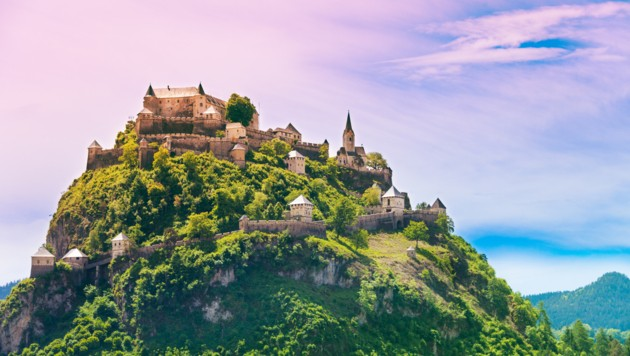 Hochosterwitz castle mountain view in Austria with long walls and many towers (Bild: ©Sergey Novikov - stock.adobe.com)