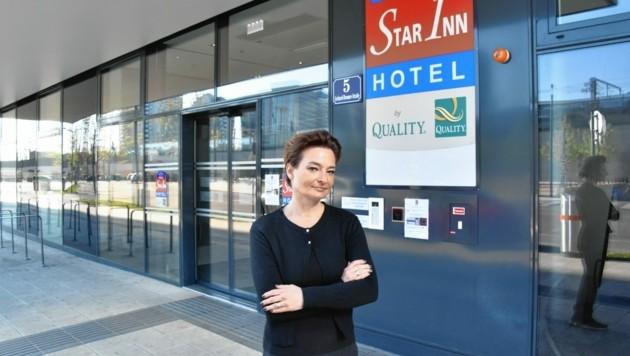 Auch Hotelière Kathrin Garei ist von den Regelungen der Online-Buchungsportale betroffen. (Bild: Lisa Vehzely)