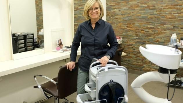 Ingrid Berger hat ihren Friseur-Salon in einem Linzer Krankenhaus. (Bild: Einöder Horst)