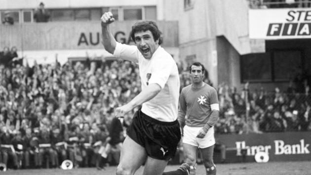 Hans Krankl jubelte am 30. April 1977 im Lehener Stadion über sechs Tore gegen Malta. (Bild: Votava)