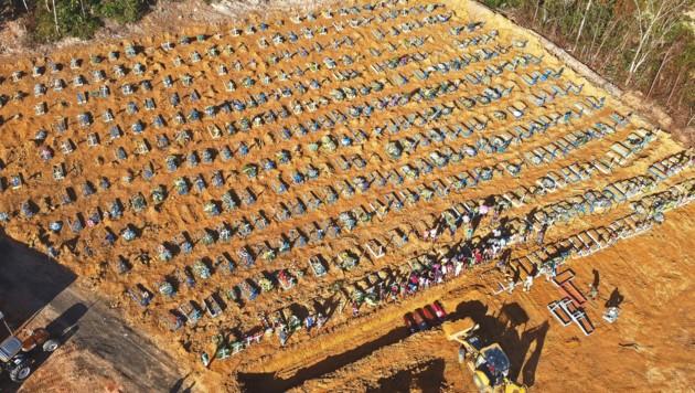 Massengrab in Manaus (Bild: AFP or licensors)