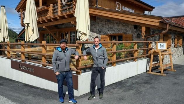 Herbert Hamoser (r.) und Johannes Brucker führen ein Lokal und die Baumbar. (Bild: Roland Hölzl)