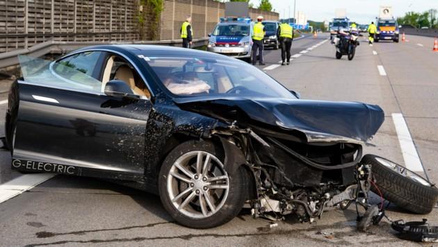 Der Tesla hat jetzt nur noch Schrottwert. (Bild: FOTOKERSCHI.AT / KERSCHBAUMMAYR)