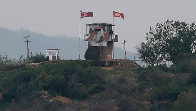 An der entmilitarisierten Grenze kommt es zwischen Süd- und Nordkorea immer wieder zu Spannungen. (Bild: AP)