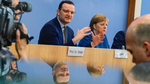 Der deutsche Gesundheitsminister Jens Spahn (li.) und Kanzlerin Angela Merkel (Bild: AFP)