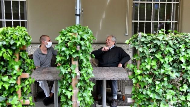 Besuche in Altersheimen sind vorerst nur im Freien möglich. (Bild: BARBARA GINDL)