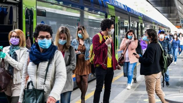 """Italien ist in """"Phase 2"""" der Corona-Maßnahmen: Am Bahnhof in Mailand ist wieder einiges los. (Bild: AFP)"""