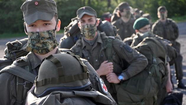 Mitglieder der Miliz-Jägerkompanie Deutschlandsberg beim Einrücken in die Kaserne im südsteirischen Straß