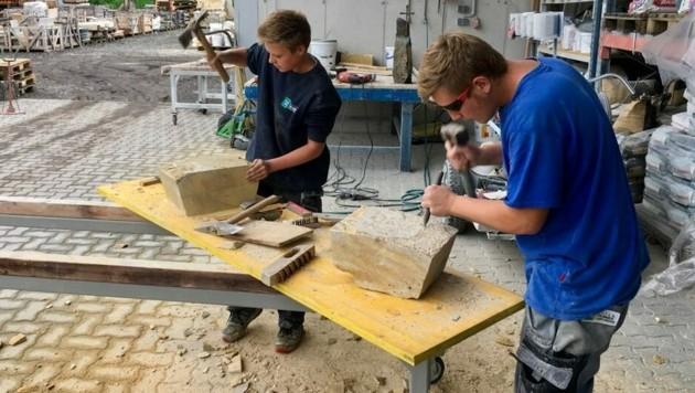 Mehr als 10.000 Jugendliche suchen eine Lehrstelle, aber die Unternehmen melden heuer weit weniger verfügbare Plätze. Die SPÖ schlägt vor, dass die Gemeinden vermehrt Lehrlinge ausbilden. (Bild: Marktgemeinde Gnas)