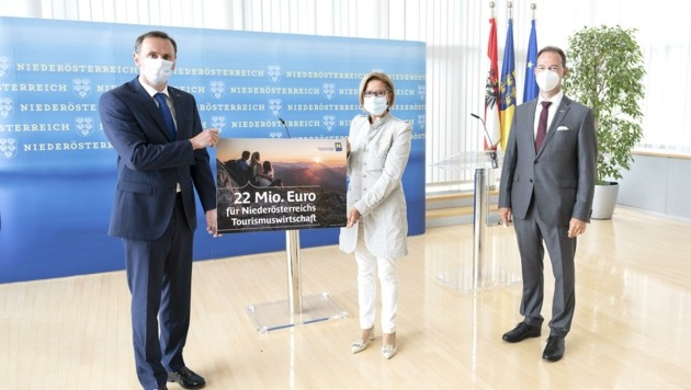 Marketing mit Maske: Landeschefin Johanna Mikl-Leitner und Landesrat Jochen Danninger präsentierten Millionenpaket. (Bild: NLK Pfeiffer)