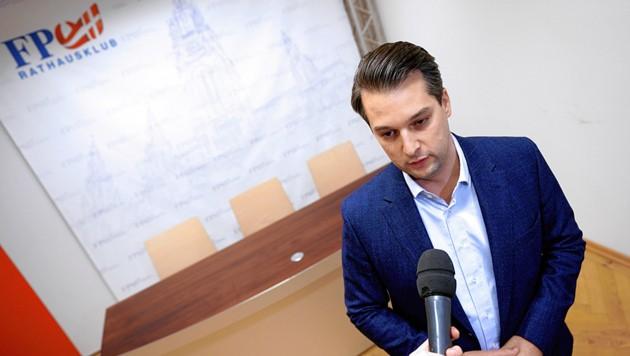 Dominik Nepp (FPÖ) will mit Brachialpolitik Stimmen lukrieren - aus welcher Ecke ist klar. (Bild: APA/picturedesk.com/Georg Hochmuth)