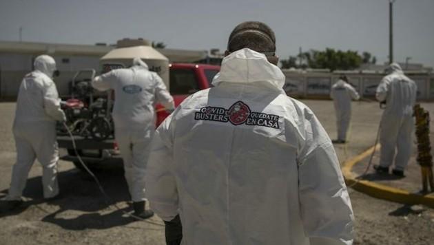 """Sie ziehen durch die Straßen der Stadt Tijuana und kämpfen gegen die Ausbreitung des neuartige Coronavirus: die """"Covid Busters"""". (Bild: twitter.com/MundoTamaulipas)"""