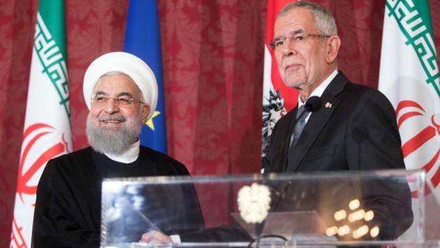 """Bundespräsident Alexander Van der Bellen telefonierte am Mittwoch mit dem iranischen Präsidenten Hassan Rouhani und zeigte """"Verständnis für den Wunsch nach Lockerungen von Sanktionen"""". (Bild: APA/GEORG HOCHMUTH)"""