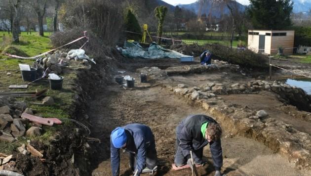 Archäologen legten römisches Mosaik frei. (Bild: ANDREAS ROEBL)