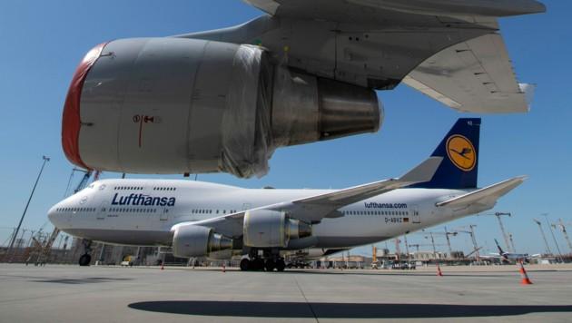 Die Lufthansa verhandelt derzeit mit der deutschen Bundesregierung über Staatshilfen im Gesamtvolumen von 9 Milliarden Euro. (Bild: APA/dpa)