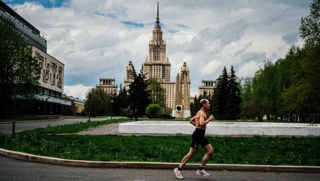 Viele Russen zweifeln die offiziellen Covid-19-Todeszahlen an. (Bild: AFP)