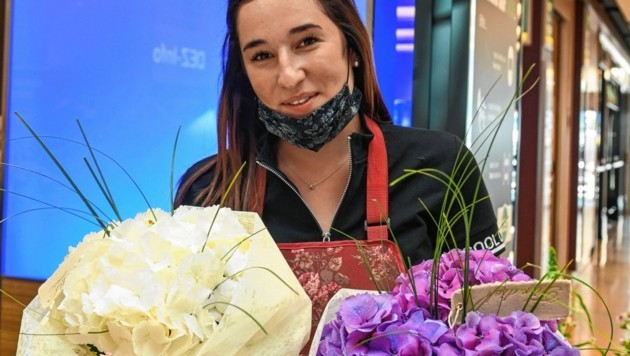 Katharina von Blumen Calovini verkauft im Innsbrucker DEZ das wohl beliebteste Muttertagsgeschenk. (Bild: LIEBL Daniel/zeitungsfoto.at)