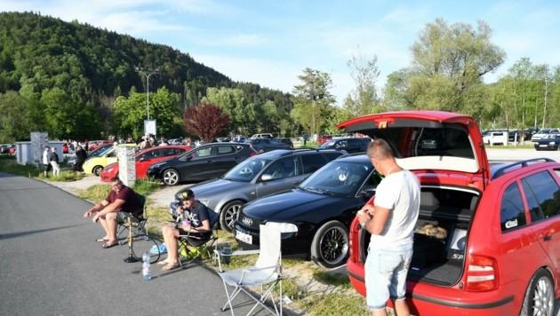 Der Parkplatz beim Arneitz-Village am Faaker See war Freitag bereits voller Boliden und GTI-Fans aus ganz Österreich. (Bild: Sobe Hermann)