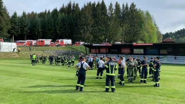 250 Einsatzkräfte halfen zusammen. (Bild: FF Piberschlag)