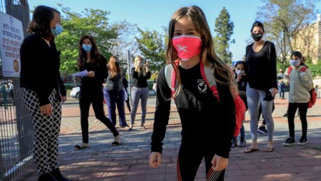Nach einem Corona-Ausbruch an einer Schule in Jerusalem lässt Israel die Schulen vorerst offen. (Bild: AFP)