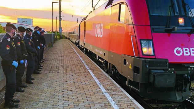 Die ersten Züge aus Rumänien sind am Montag in Österreich eingetroffen - die Betreuerinnen werden sehnlichst erwartet. (Bild: Christian Schulter)