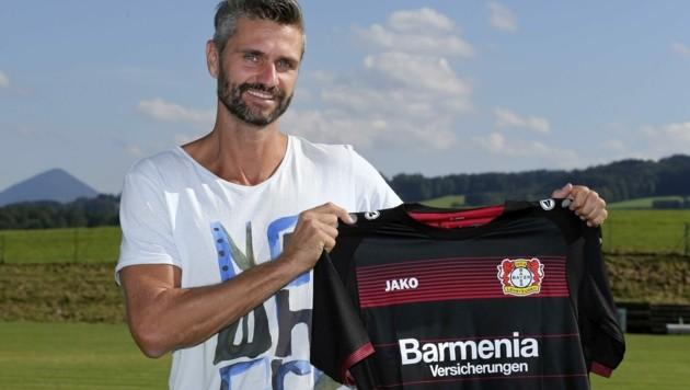 Als Ex-Profi, Sportwissenschafter und Scout für deutsche Bundesliga-Klubs (im Bild mit Leverkusen-Dress) hat Florian Karasek viel Erfahrung gesammelt. (Bild: ANDREAS TRÖSTER)