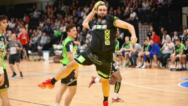Die Handballer der HSG Graz (hier Hallmann) dürfen nicht in der Halle trainieren - im Freien muss Abstand gehalten werden. (Bild: Sepp Pail)
