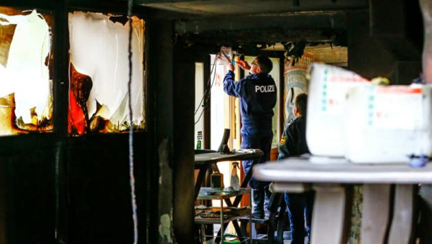 Die Brandermittler konnten Spuren eines Brandbeschleunigers nachweisen (Bild: Gerhard Schiel)