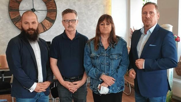 Bestatter Marijan Martinovic, Ehepaar H. und FPÖ-Mandatar Michael Niegl (von links) (Bild: FPÖ)
