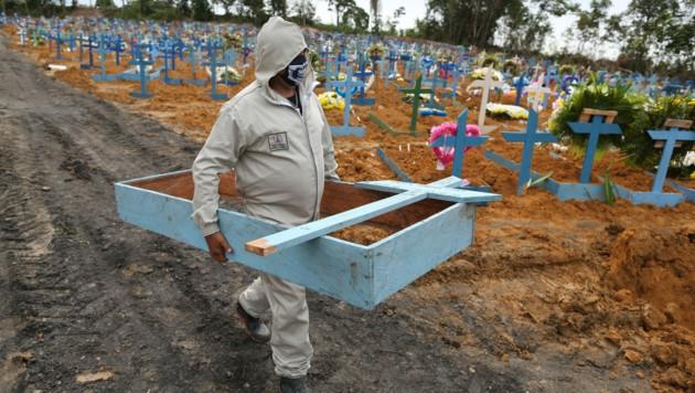 Ein Friedhof in der brasilianischen Metropole Manaus (Bild: AFP)
