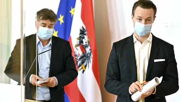 Vizekanzler Werner Kogler (Grüne) und Finanzminister Gernot Blümel (Bild: APA/HANS PUNZ)