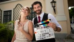"""Miriam Fussenegger und Otto Jaus bei den Dreharbeiten zu """"Hals über Kopf"""" (Bild: Ioan Gavriel)"""
