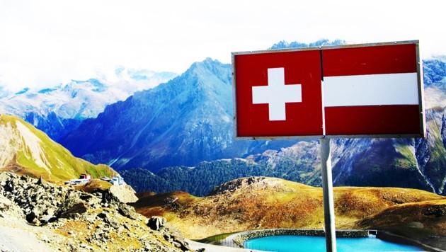Ab 8. März gilt bei der Einreise in die Schweiz aus bestimmten Regionen und Ländern Quarantänepflicht. (Bild: stock.adobe.com, krone.at-Grafik)
