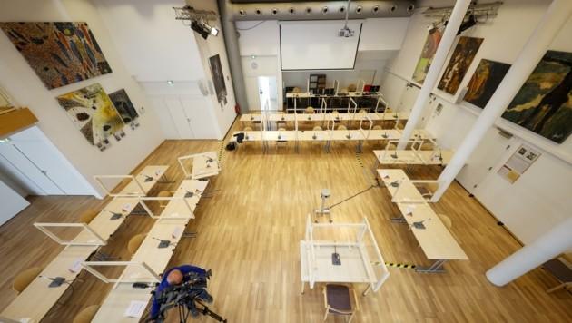 Der temporäre Verhandlungssaal im Kolpinghaus im Stadtteil Itzling (Bild: Tschepp Markus)